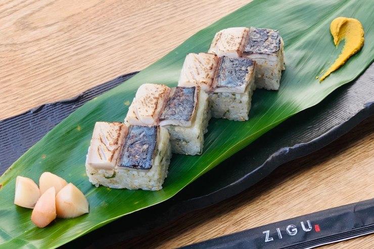 鯖とハワイ島産生姜の押し寿司$15