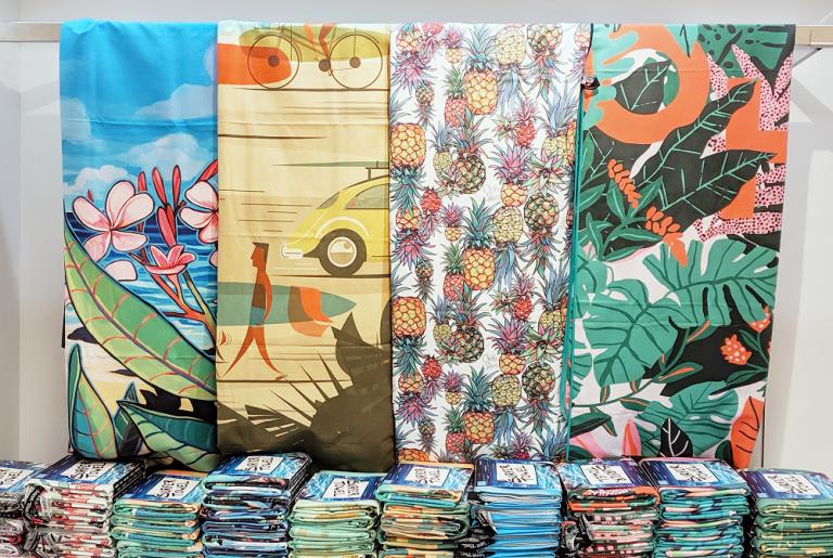 今、ハワイ人気アーティストデザインのサーファータオルが熱い!