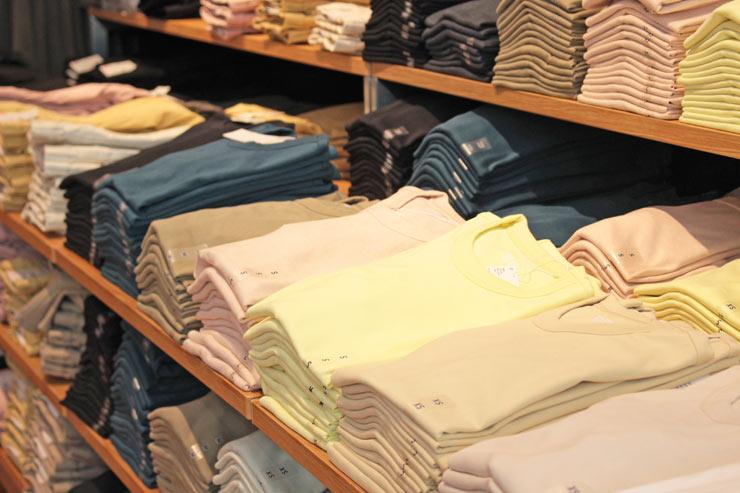 自宅でも外出用にも使えるシャツ