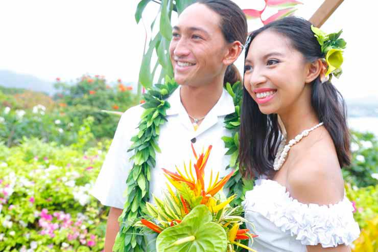 年内オーダーで特注ハワイアンドレスがお得