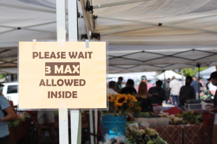 3メートルのテントの中に客数が1名になるよう入店者数を制限