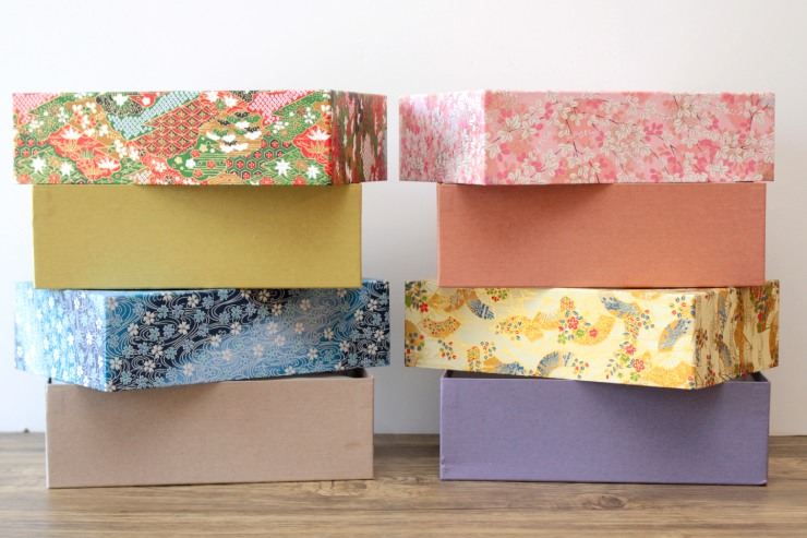 貼り箱は、内箱の周りのカラーも種類ごとに異なるこだわりよう