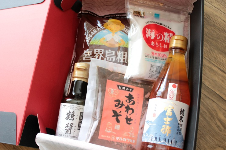 厳選ブランドの砂糖、塩、酢、醤油、味噌のセット