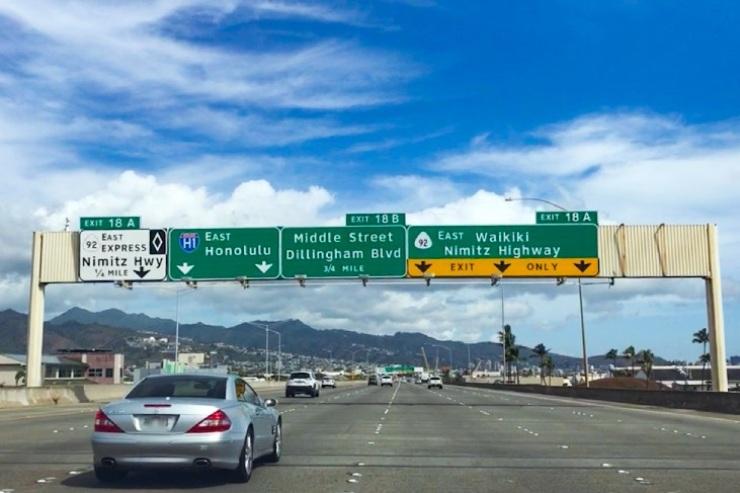 ハワイ気分を満喫!空港からワイキキまで爽快ドライブ