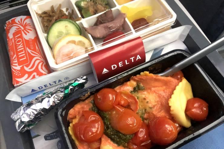 日本-ハワイ間の飛行時間と機内での快適な過ごし方