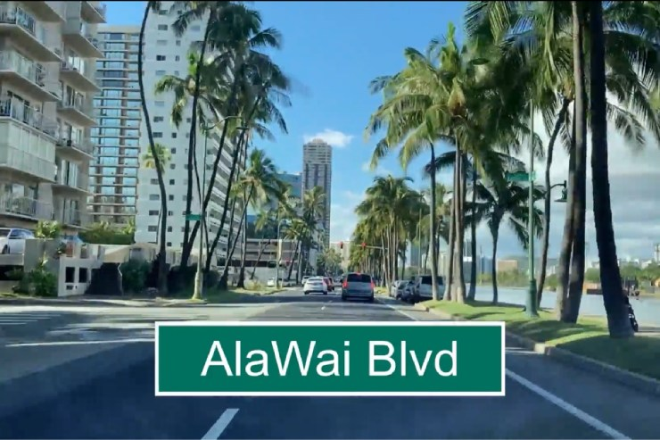 カラカウア大通りからアラワイ通りへ