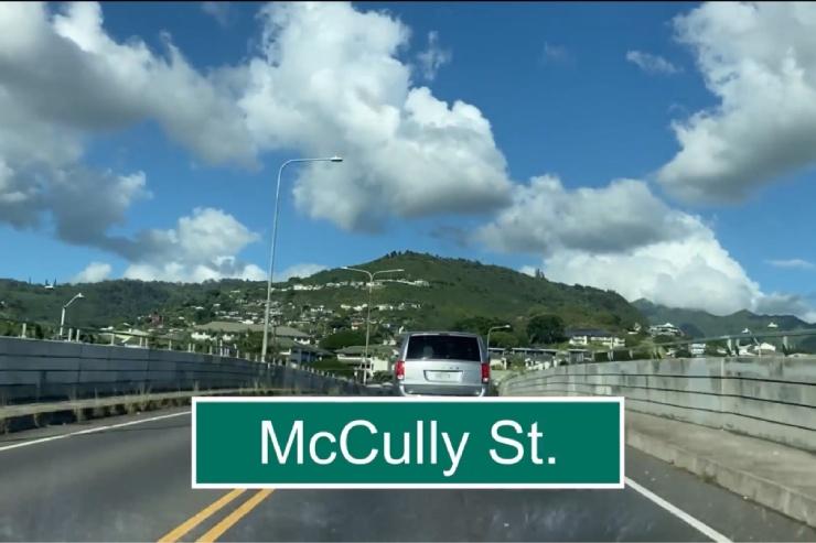 アラワイ通りからマッカリー・ストリートへ