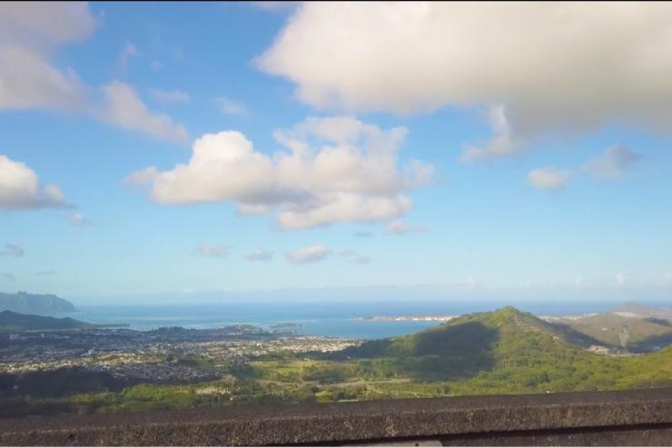 ヌウアヌ・パリ・ルックアウトからの眺め