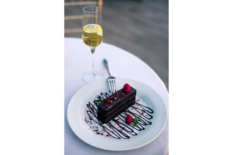 マノア産ビターチョコレートとバーボンのトルテ