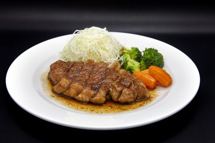 粗挽き胡椒の厚切り黒豚ステーキ:$28.50
