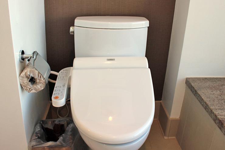 トイレは温水洗浄便座を完備