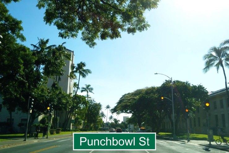 ベレタニア通りからパンチボール通りへ