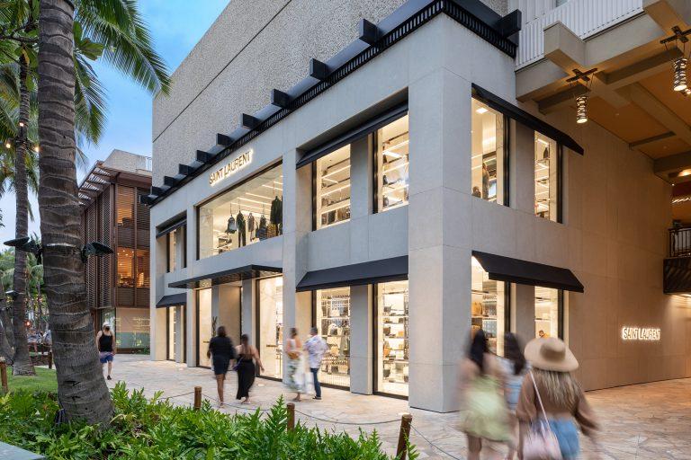 サンローランがロイヤル・ハワイアン・センターにオープン