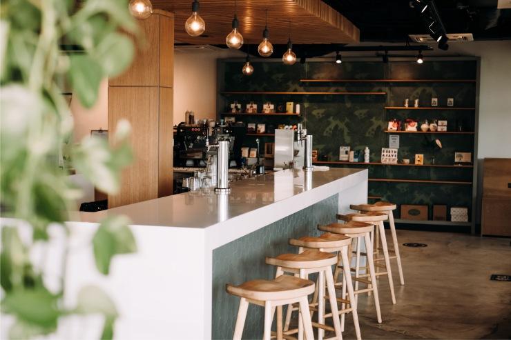 コーヒー好きも通うこだわりカフェが移転オープン
