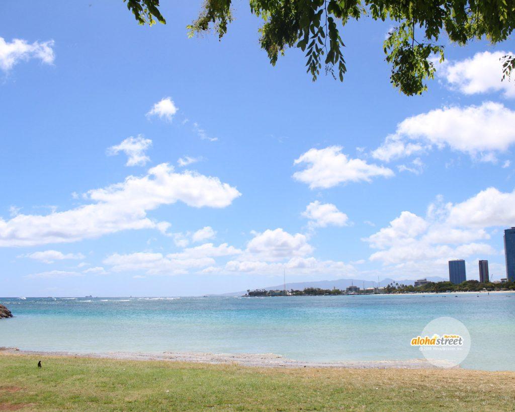 ハワイ晴れの空と海が今日も綺麗