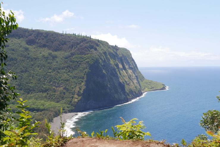 神秘的な絶景が広がる!ハワイ島のワイピオ渓谷へ