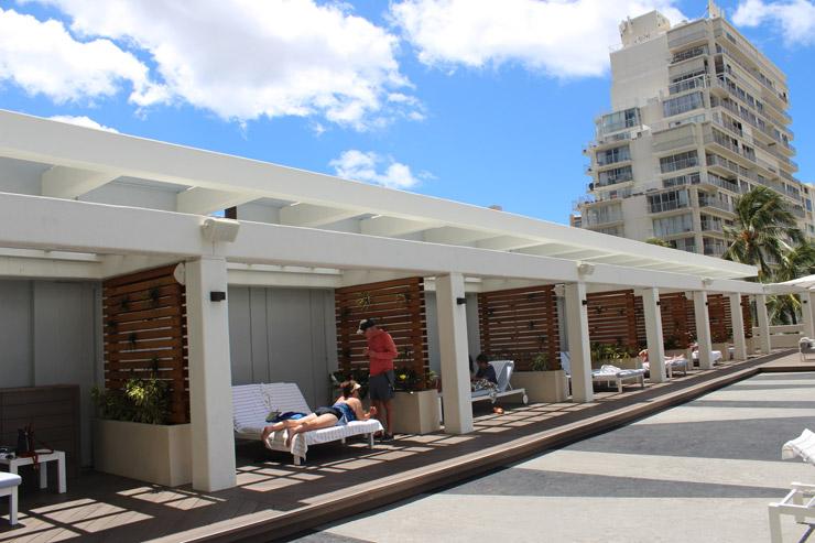 アラモアナホテルのプールエリア