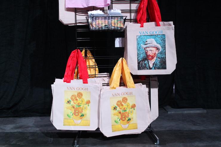 名画「ひまわり」や「フェルト帽の自画像」がプリントされたトートバッグ