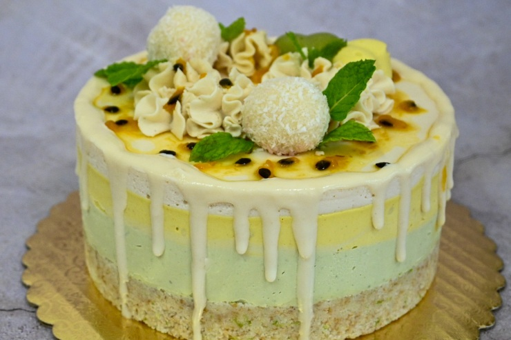 ハワイのロウベリーデザート リリコイと抹茶、ホワイトチョコレートのケーキ