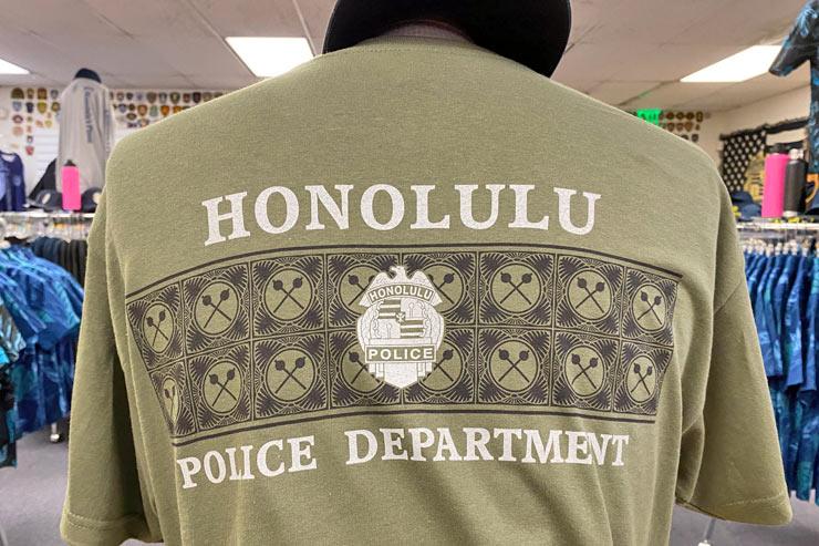 ホノルル警察公式グッズ店に新作Tシャツが登場